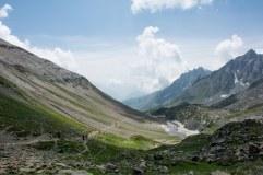 23. Trekkers making their way up the Nichnai pass_